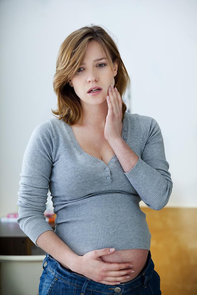 Причины воспаления десен во время беременности. Лечение воспаления десен при беременности. Чем полоскать при воспалении десен при беременности